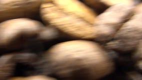 4k Roasted feijões de café gerencie Ingrediente do frescor para para preparar um café vídeos de arquivo
