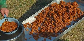 K?rzlich gemachtes Knistern, gut-br?nierte, klare Rinde des gebratenen Schweinefleisch stockfoto