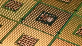 4K se cierran para arriba del carro giratorio superficial alineado CPU del procesador del ordenador metrajes