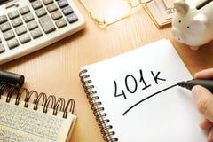 401k som är skriftlig i en anmärkning Fotografering för Bildbyråer