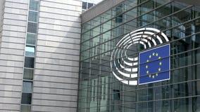 4K Symbool op de voorgevel van het het Europees Parlement gebouw in Brussel stock footage