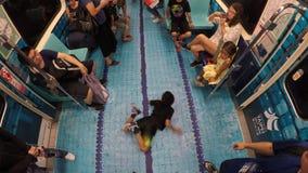 4K Taïpeh a transformé le train de voiture à la piscine, célèbre Universiade 2017 banque de vidéos