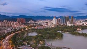 4K tijdtijdspanne - Mooie cityscape bij zonsondergang stock video