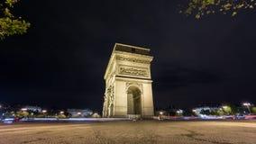 4K tijdtijdspanne van Arc de Triomphe bij nacht, Parijs stock videobeelden