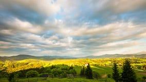 8K tijdtijdspanne van blauwe hemel over berg stock video