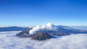 4K tijdtijdspanne van Bromo-vulkaan bij zonsopgang, Indonesië stock videobeelden