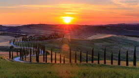 4K Time lapse sunset over the rolling hills and winding road in Tuscany, Italy stock video