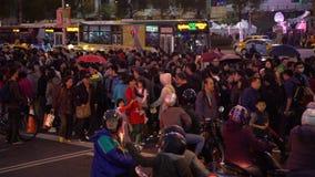 4K Timelaps亚裔人群人民走的交叉路在拥挤街道城市 影视素材