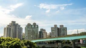 4K Timelaps a élevé des voyages de train au-dessus d'une ligne dans la ville de Taïpeh de rue taiwan banque de vidéos