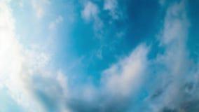 4K Timelaps hors focale des cumulus avec le ciel bleu clips vidéos