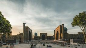 4k Timelapse列吉斯坦清真寺方形大厦影片夹子在撒马而罕乌兹别克斯坦旅游在期间 股票录像