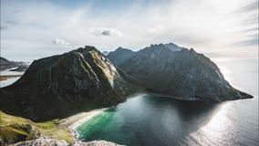 4k Timelapse在北极海岸线高峰山影片夹子在日落的 Ryten山,罗弗敦群岛海岛,挪威 影视素材