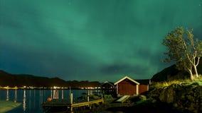 4k Timelapse极光borealis影片夹子在罗弗敦群岛海岛,挪威 极光 北的绿灯 满天星斗的天空 股票录像