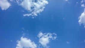 4k timelapse πρωινός ουρανός με τη χνουδωτή πράσινη οθόνη, chromakey, τηλεοπτικός βρόχος, σύννεφα φιλμ μικρού μήκους