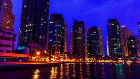 4K timelapse Σκάφος αναψυχής στον ποταμό του Ντουμπάι απόθεμα βίντεο