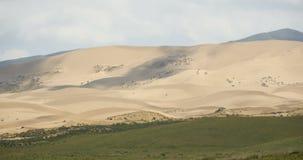 4k timelapse σκιά σύννεφων που κυλά τους αμμόλοφους άμμου ερήμων απόθεμα βίντεο