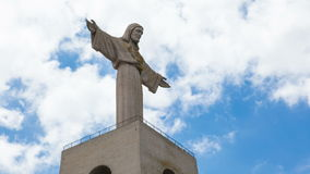 4K timelapse του rei Cristo μνημείων του Ιησούς Χριστού στη Λισσαβώνα, Πορτογαλία απόθεμα βίντεο