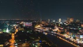 4K Timelapse των επιπλεόντων φαναριών και των ανθρώπων στο φεστιβάλ Yee Peng ή εορτασμός Loy Krathong σε Chiangmai, Ταϊλάνδη απόθεμα βίντεο