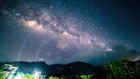 4K timelapse 在山的银河在热带 2015年7月15日,巴厘岛,印度尼西亚 股票视频