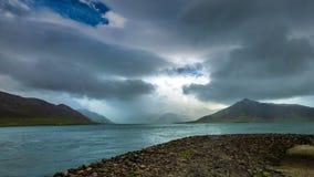 4K timelapse 在山的暴风云在海峡大西洋 冰岛, 2015年6月15日 股票视频