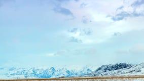 4K timelapse 轻轻地在山的蓝色日落 影视素材