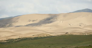 4k timelapse chmury cień stacza się nad pustynnymi piasek diunami zbiory wideo