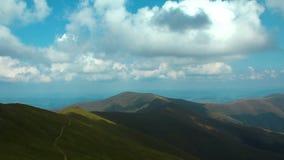 4K Timelapse chmury w pięknych zielonych górach zbiory