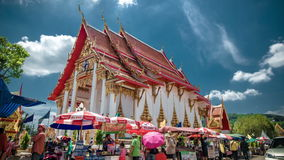 4K timelapse De Cloudsandmensen lopen de Wat Chalong-tempel stock videobeelden
