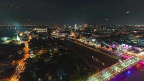 4K Timelapse de lanternas e de povos de flutuação na celebração de Yee Peng Festival ou de Loy Krathong em Chiangmai, Tailândia vídeos de arquivo