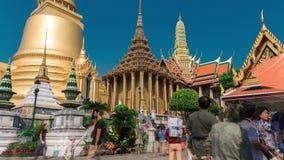 4K timelapse De toeristengangen sluiten omhoog in het Grote Paleis met zijn Koninklijke Kapel stock footage
