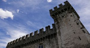 4K Timelapse di un castello a Bellinzona, Svizzera archivi video