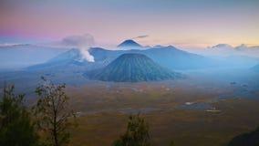 4K Timelapse do vulcão no por do sol, Indonésia de Bromo video estoque