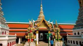 4K timelapse Emerald Buddha Temple - Wat Phra Kaeo, Bangkok stock videobeelden