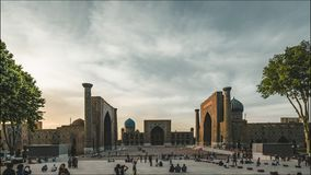 4k Timelapse filmu ekranowa klamerka Registan meczetowy kwadratowy budynek w Uzbekistan turystycznym mieście Samarkand podczas zbiory