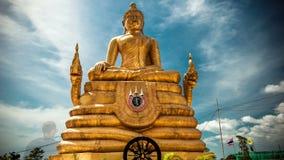 4K timelapse Het gouden standbeeld van Boedha stock footage