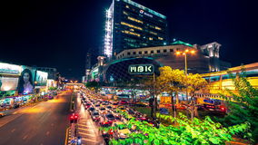 4K timelapse Mening van de stad van de auto'sweg in het centrum van Bangkok bij nacht, Thailand Januari, 2016 stock video