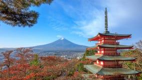4K Timelapse Mt Фудзи с пагодой Chureito на восходе солнца в осени, Японии сток-видео