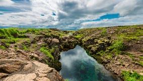 4K timelapse Plaat het tectonische rifting gevuld met duidelijk water Het Nationale park van Thingvellir, IJsland 15 Juni 2015 stock footage