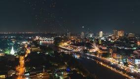 4K Timelapse Spławowi lampiony i ludzie w świętowaniu w Chiangmai Yee Peng Loy Krathong lub festiwalu, Tajlandia zbiory