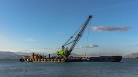 4K Timelapse van Industrieel schip dat zand dieper makend haven voor grotere schepen graaft kunnen dokken