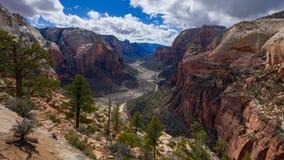 4K Timelapse van Zion Canyon vanaf de bovenkant die van Engelen, Zion, Utah, de V.S. landen stock video