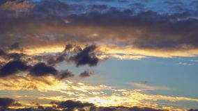 4K Timelapse zmierzchu Złocisty błękitny pomarańczowy purpurowy niebo Cloudscape czasu up?yw Ultra HD zbiory