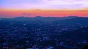 4K timelapse Zonsondergang over close-up de Phuket-Stad, Thailand stock footage