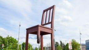 4K Timelaspe Genewa łamający krzesło przed naród zjednoczony budynkiem - Szwajcaria zbiory