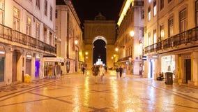 4K timelpase νύχτας της οδού του Αουγκούστα κοντά στο τετράγωνο εμπορίου στη Λισσαβώνα, Πορτογαλία - UHD απόθεμα βίντεο