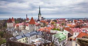 4k Timlapse van luchtmening van de Middeleeuwse Oude Stad van Tallinn, Estland stock footage