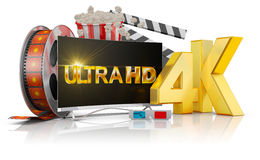 4K TV, popcorn και ταινία Στοκ εικόνα με δικαίωμα ελεύθερης χρήσης