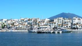 4k UHD Puerto Banus, Spanje Langzaam Panl aan R stock footage