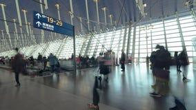 4K UHD upływ niezidentyfikowani ludzie chodzi w lotniskowy przelotowy śmiertelnie Lotniczy transport, podróży za granicą pojęcie zbiory