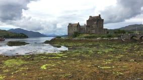 4K UltraHD el castillo escocés hermoso de Eilean Donan almacen de metraje de vídeo